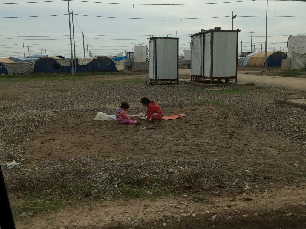 Bambini in un campo profughi